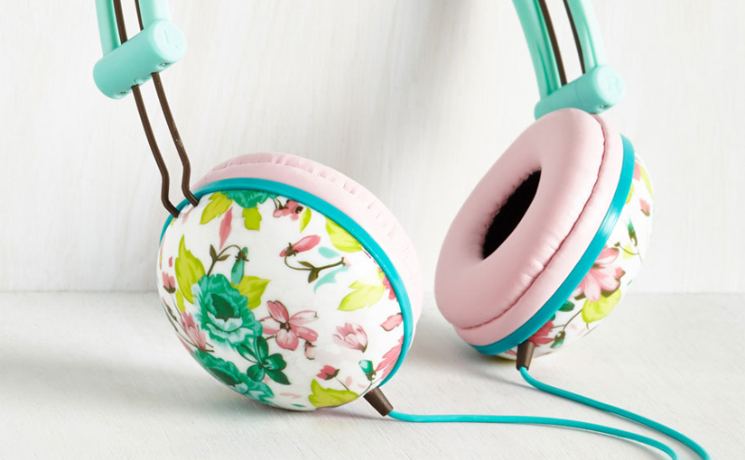Check out these pretty floral mint & coral Headphones by Swoons and Tunes ★ Read more at www.preppywallpapers.com or follow us on Pinterest @blossomcases