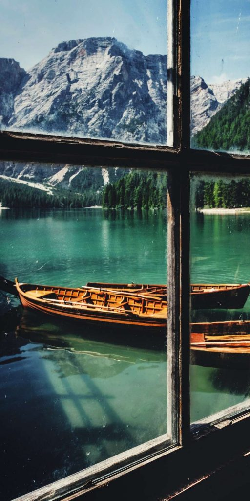 Lago di Braies is a stunning bright blue mountain lake in the Dolomites and the perfect spot for an idyllic boat trip!