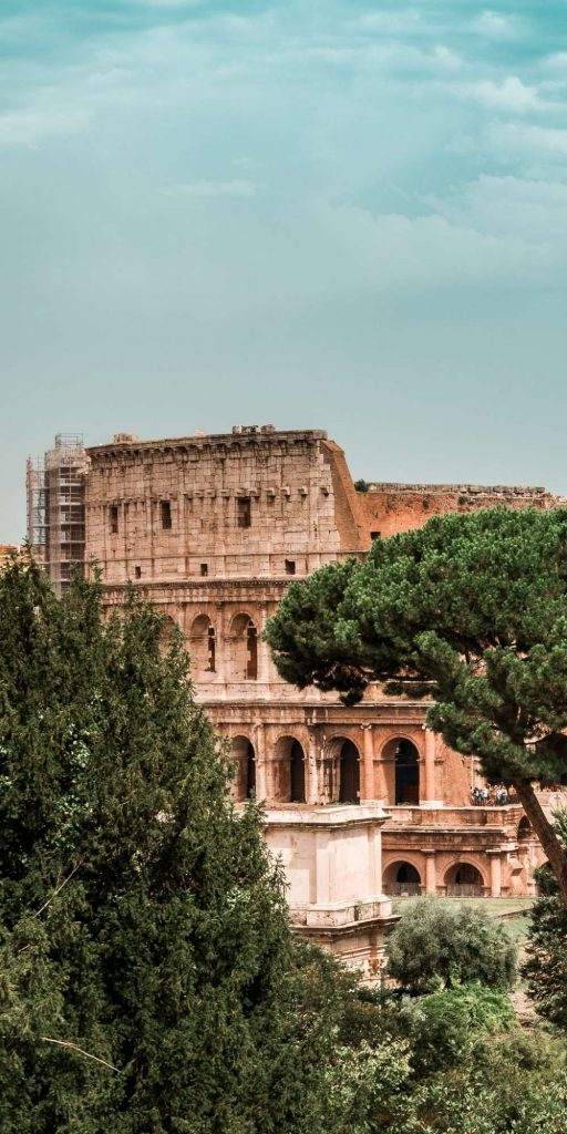Spartaaaaa! The Colosseum is located in the city of Rome and was the largest amphitheater ever built.
